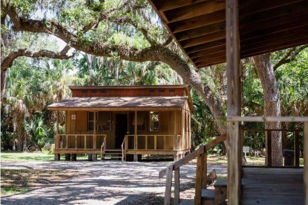 Photo of a cabin at Boyd Hill Nature Preserve